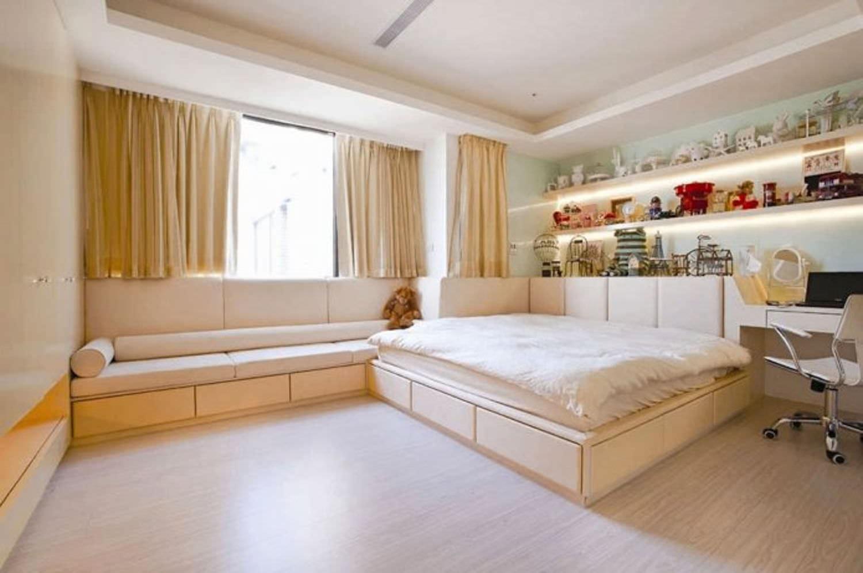 Дизайн гостиной с подиумом