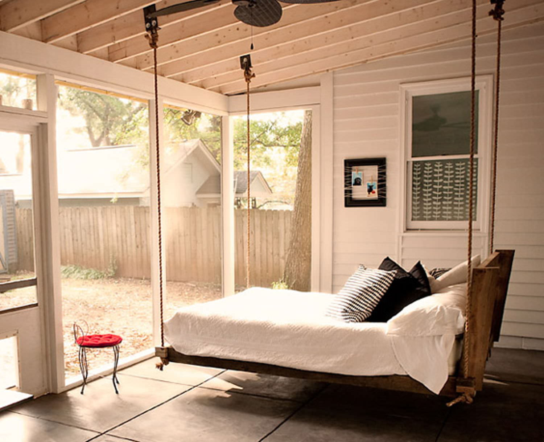 Кровать из поддонов своими руками подвесная