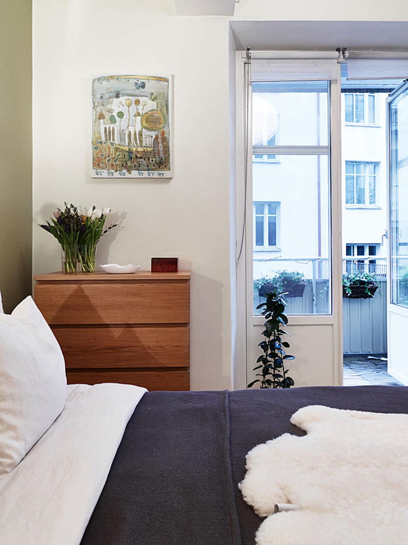 Как подобрать шторы для спальни с балконной дверью: 24 фото.